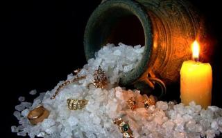 Заговоры на соль — 9 сильных ритуалов для привлечения любви и удачи